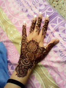 Back-Simple-Mehndi-design-for-hands