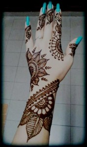 Beautiful-Leaf-flowers-Bridal-Mehndi-Designs-hand