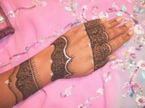 Best-Glitter-Hands-Mehndi-Designs