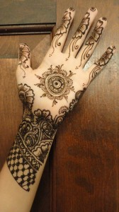 Cute-henna-mehndi-design-for-hands