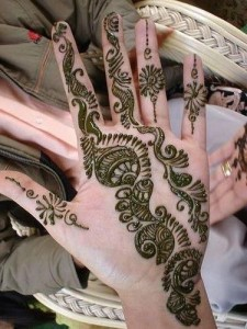 Latest-front-hand-mehndi-design