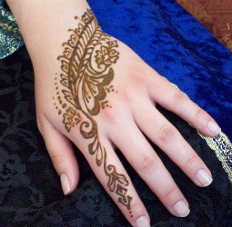 indian-simple-cute-henna-mehndi-design-for-hands