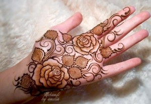 Artistic-Girls-Mehndi-Designs