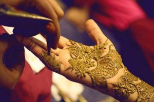 Dubai-Mehndi-Designs-girl
