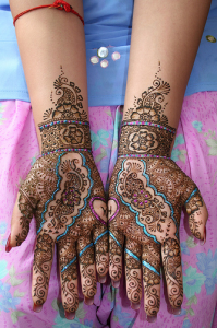 Exclusive-Pakistani-Glitter-Mehndi-Designs