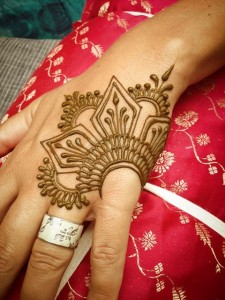 Girls-Mehndi-Designs-finger