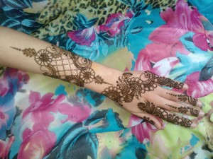 Stylish-UK-Flowers-mehndi-design